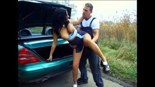 Outdoor Sex – Anhalterin im Auto gefickt